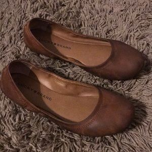 Lucky brand camel brown. Size 8